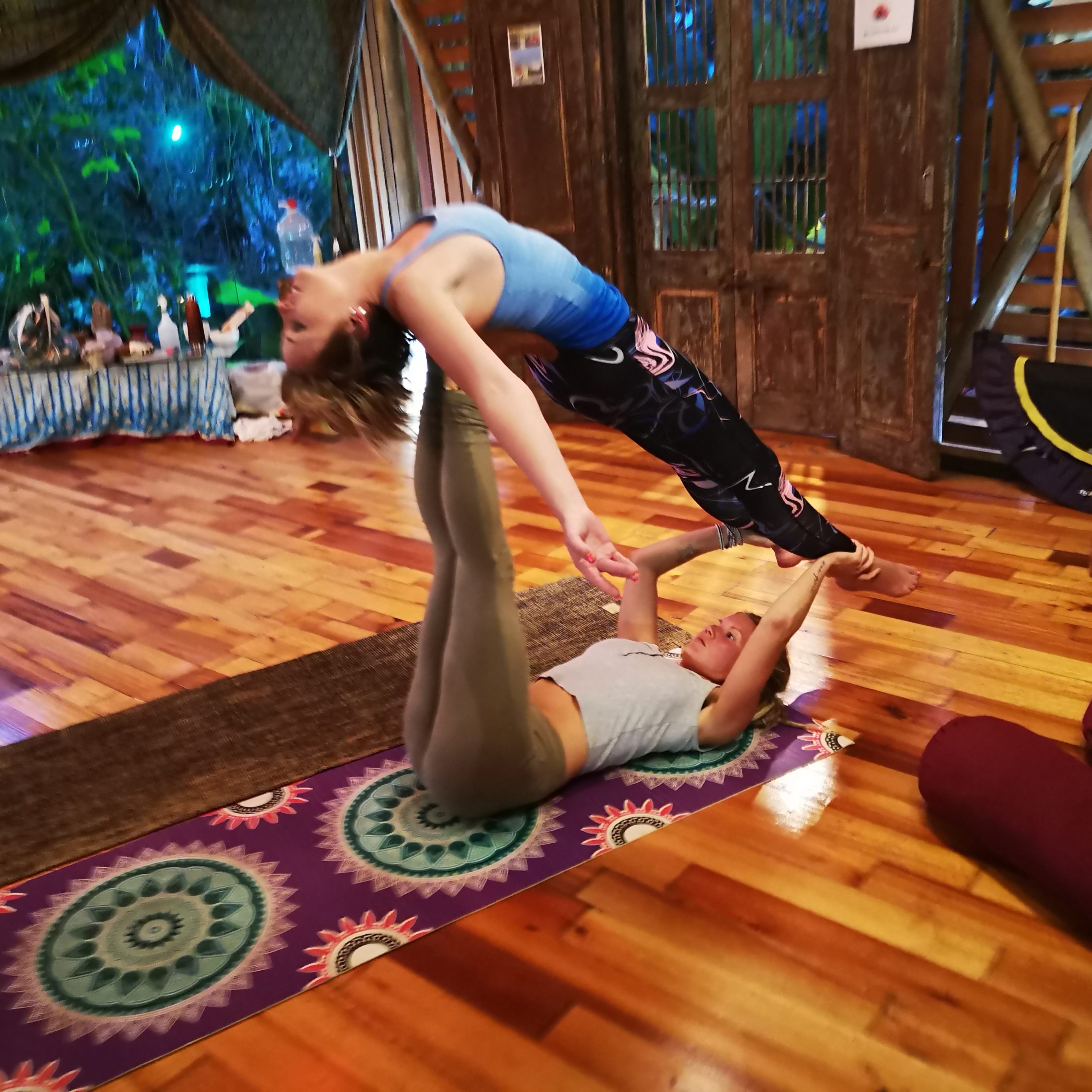 acro yoga partner yoga